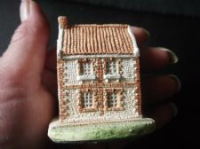 COLLECTABLE MILESTONE MINIATURE COTTAGE WHALEBONE HOUSE NORFOLK 2.25""